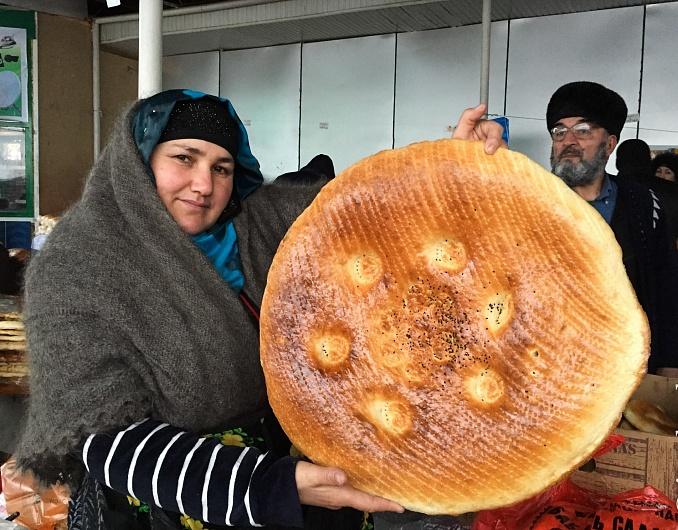 metrovaya-girdacha-prozrachnaya-chapoti-i-samye-krasivye-lepeshki-kakoy-hleb-pekut-tadzhiki_10.jpg