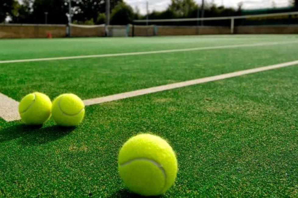 na_kakom_korte_luchshe_igrat_v_bolshoy_tennis_image_5bfad4dcf23508.69427472.jpg