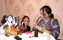 «Девочек разбирают, а мальчики остаются…» Барбигуль от таджикской мастерицы