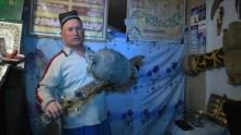 Музей редких орудий: как кузнец из Истаравшана кует мечи по описаниям из «Шахнаме»