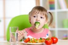 «Совет на пятёрку»: Как привить ребёнку привычку правильно питаться?